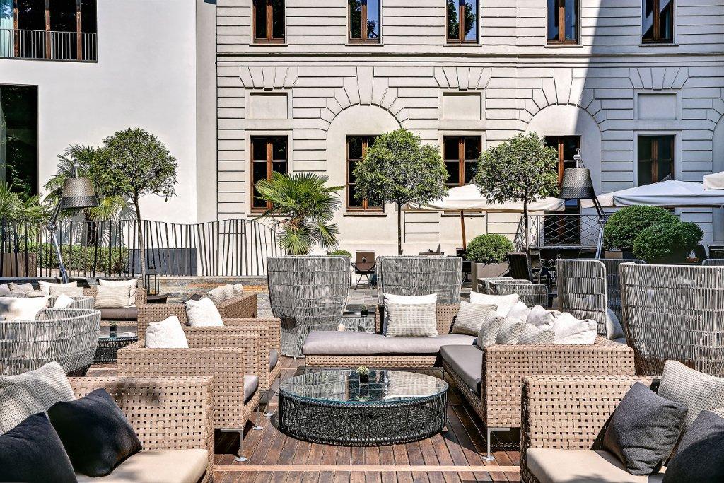 B&B Italia Outdoor in the garden of the Bulgari Hotel in Milan - MFM ...