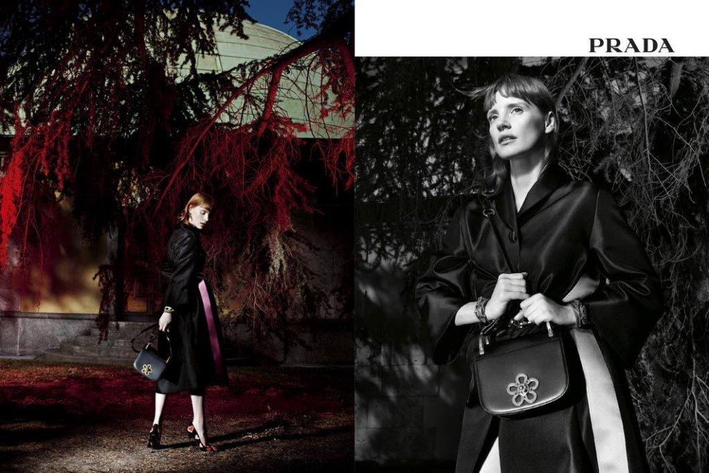 Jessica Chastain per la nuova campagna di Prada sullo sfondo di  un evocativa Milano 9a72441e62a